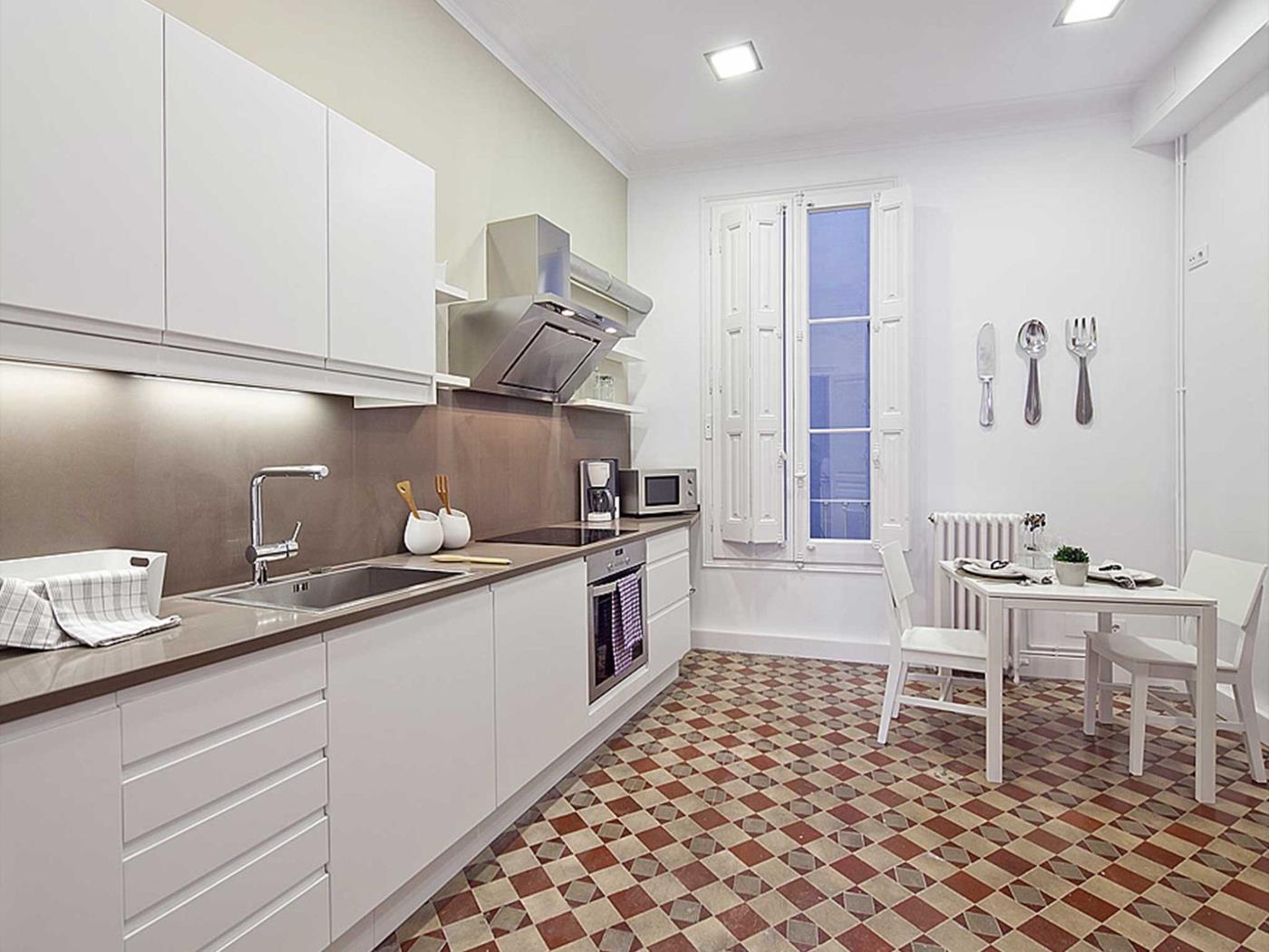 Apartment in the centre of Barcelona in Las Ramblas with balcony for 9 - My Space Barcelona Appartements