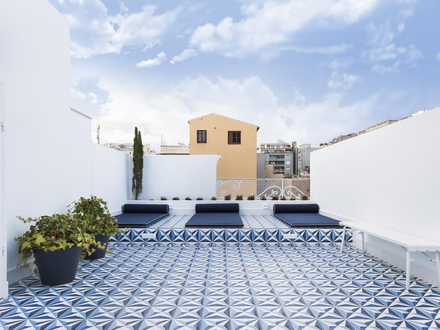 Flat 2 bedroom with private balcony and shared rooftop terrace - My Space Barcelona Appartements